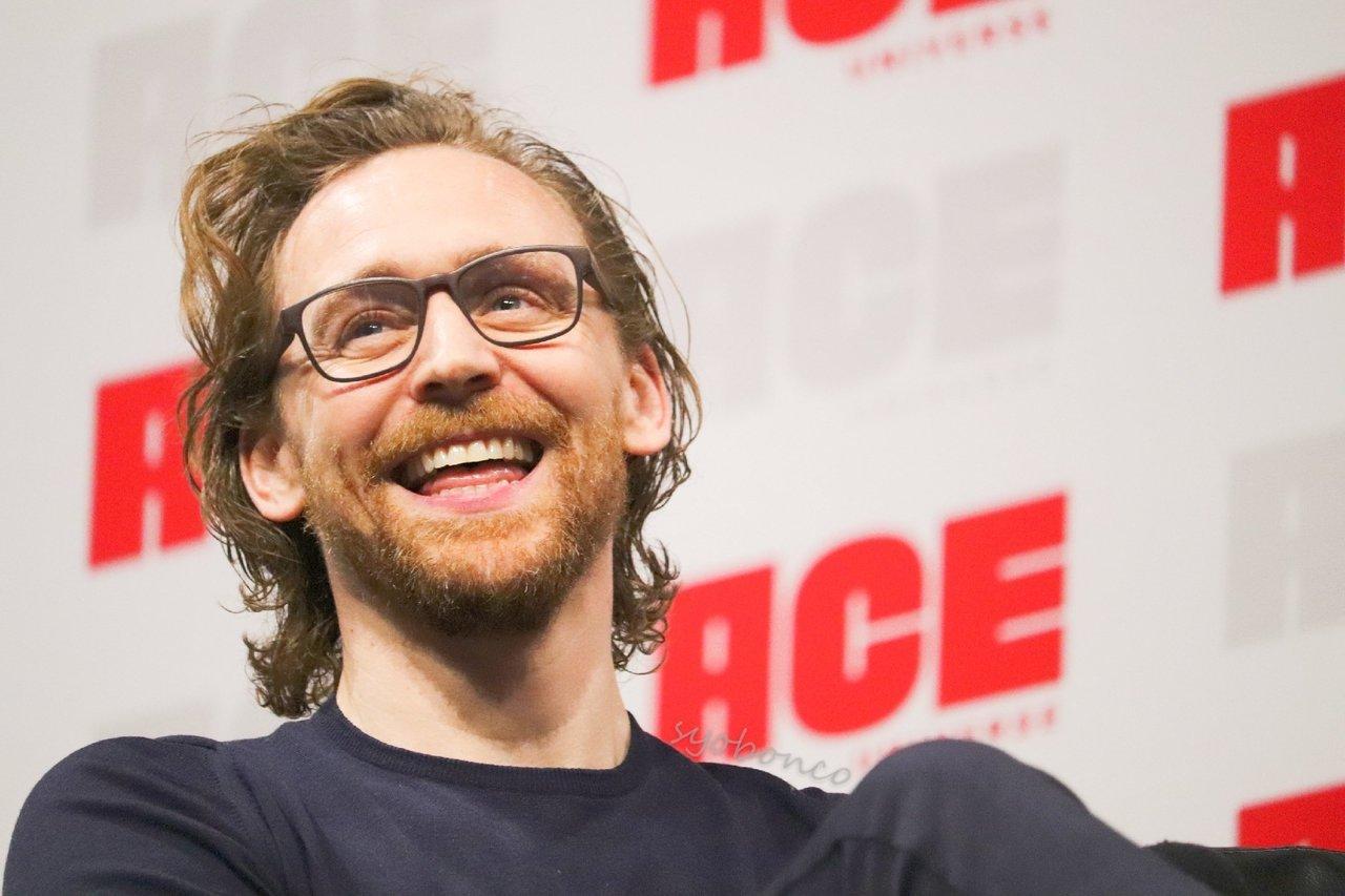 Tom Hiddleston images Tom Ace Comic Con Arizona January 13 2019 1280x853