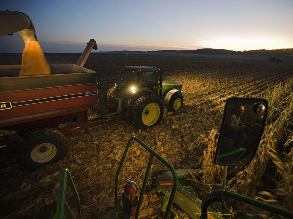 Iowa Corn Farmers Share their History 989x742