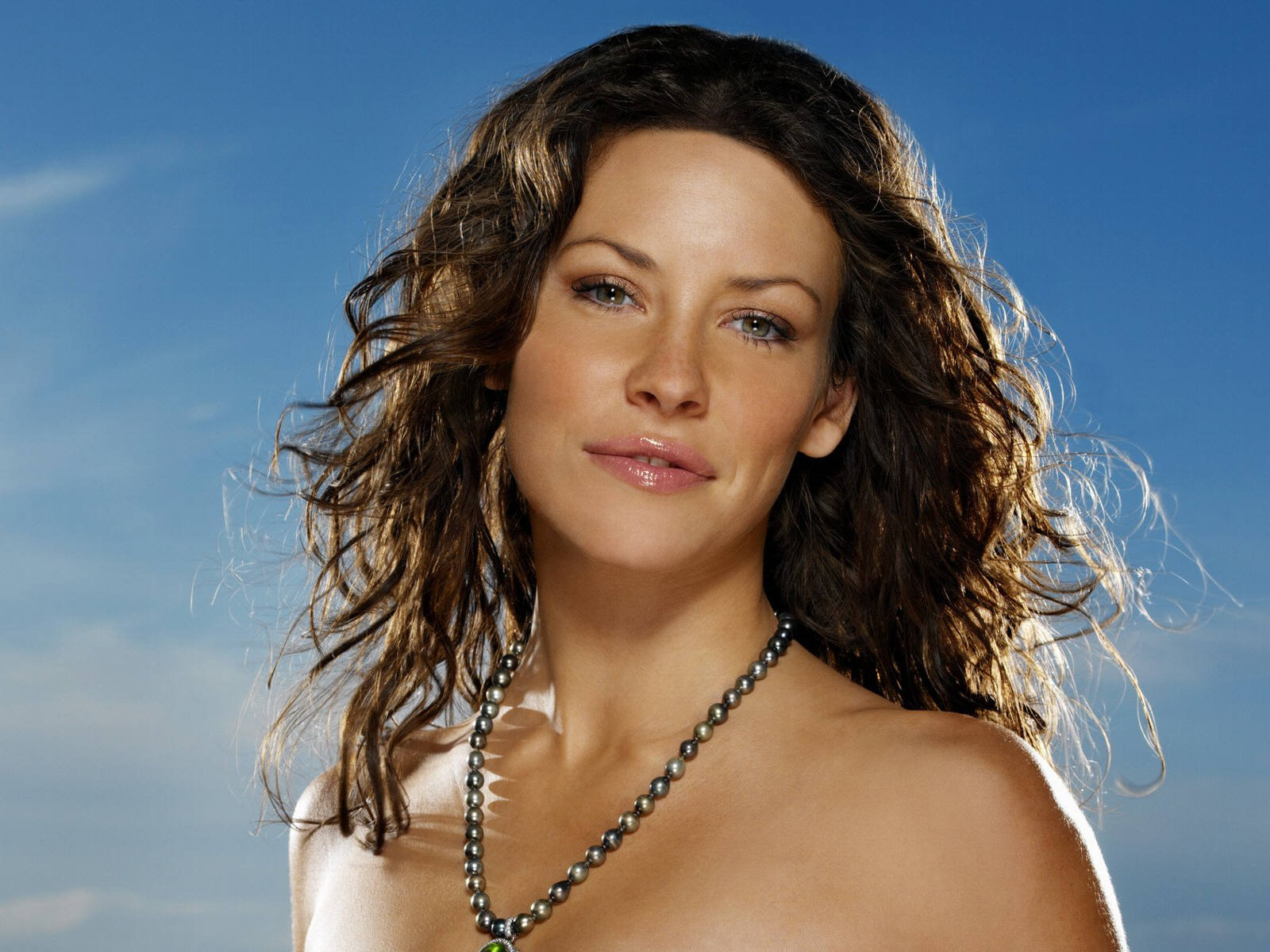 Evangeline Lilly pictures Raveena Tandon pictures Evangeline Lilly 1600x1200