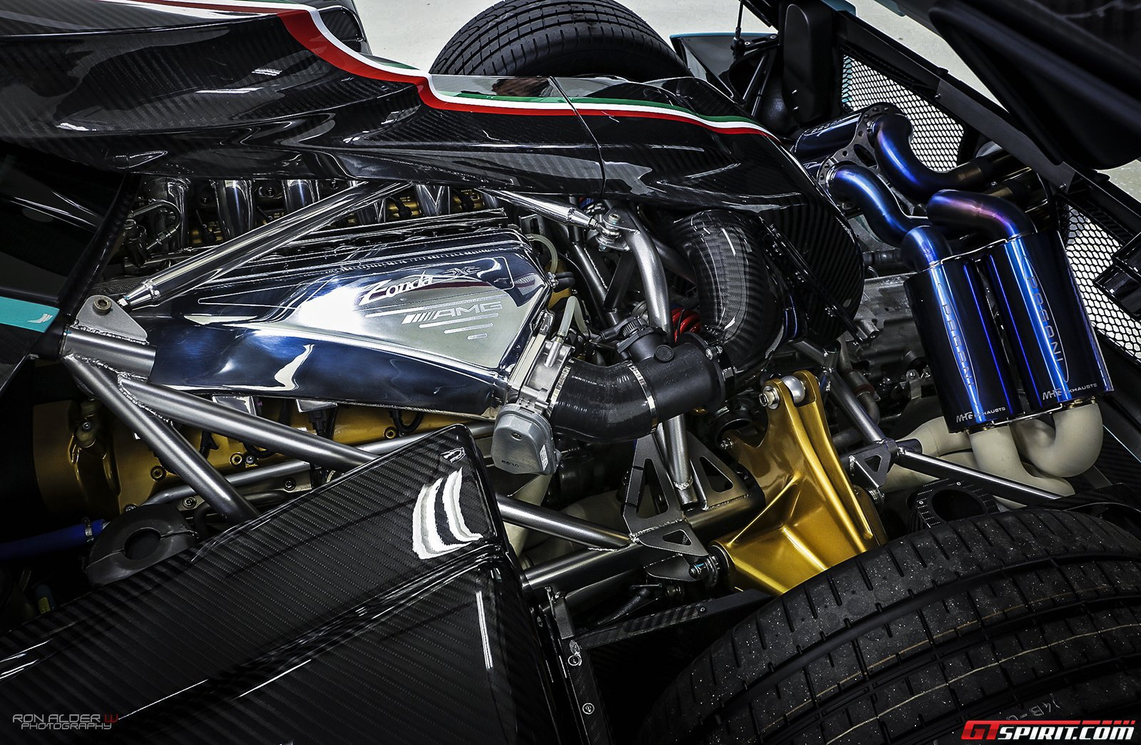 Pagani Zonda Revolucion Usb Interface   Top Cars Wallpapers Gallery 1600x1045