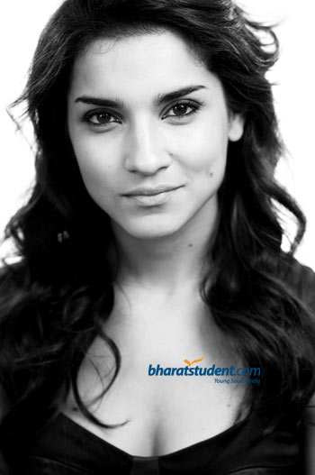 Prashant Chadha ropes in Hollywood star Amber Rose Revah for Aazaan 350x527