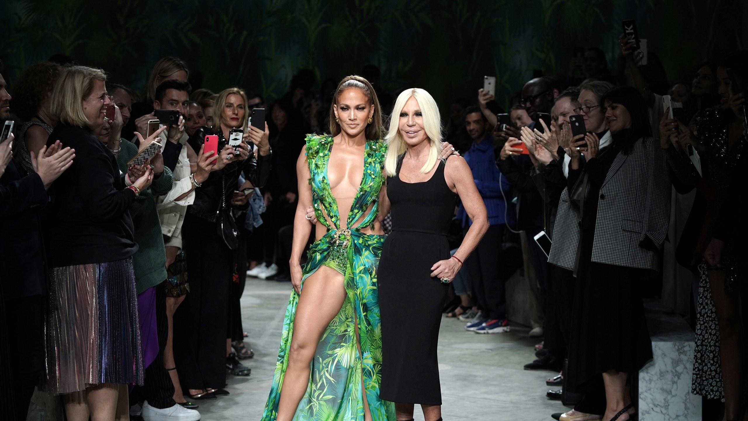 How Jennifer Lopezs Versace Dress Created Google Images GQ 2560x1440