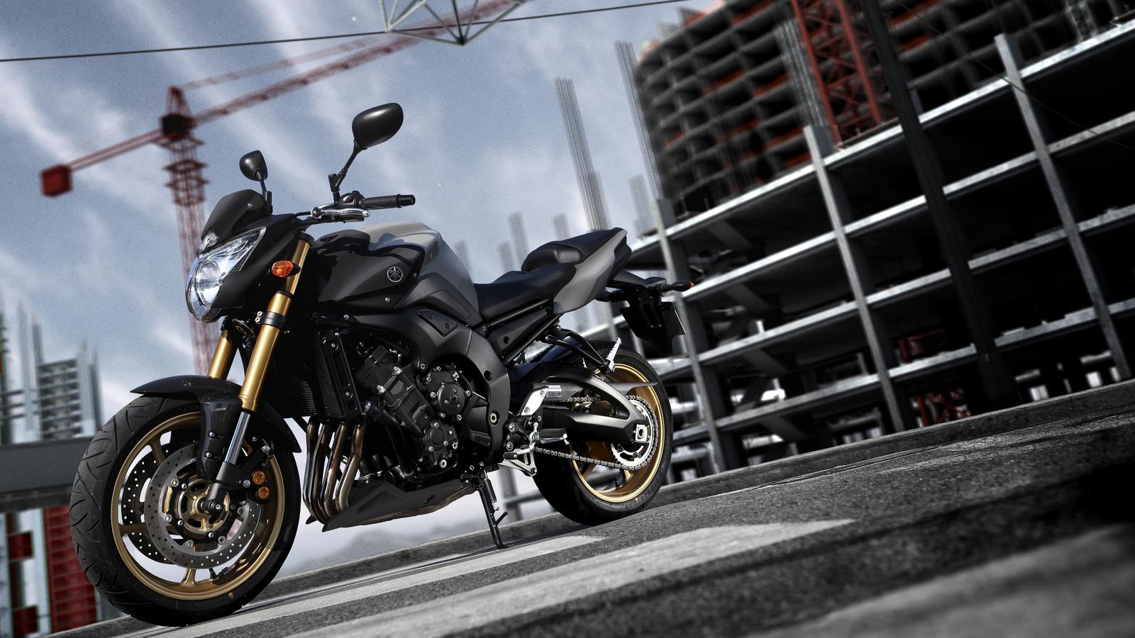 Yamaha FZ8 1600x900