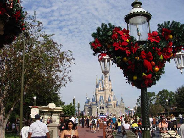 Disney World Christmas Wallpapers disney world christmas wallpapers 585x439