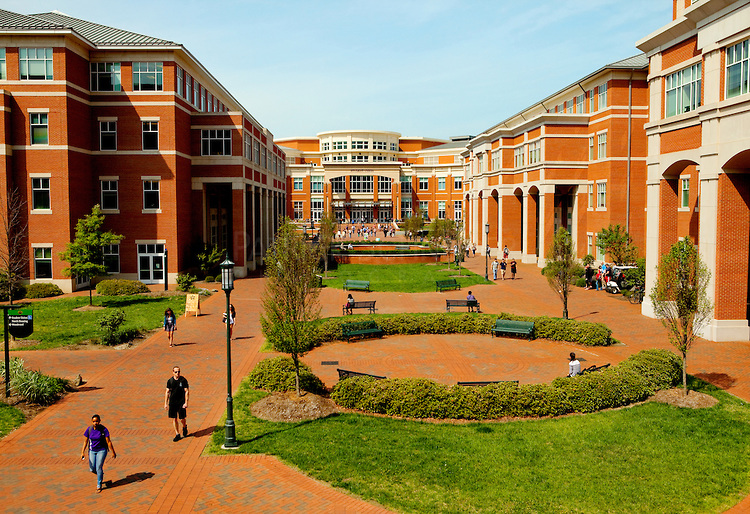University Of North Carolina Charlotte Campus Foto Artis   Candydoll 750x514