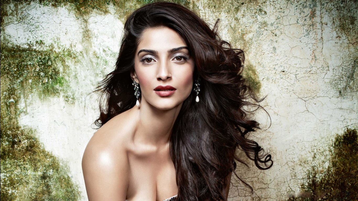 Latest Bollywood actress hd wallpapers 2015 1366x768