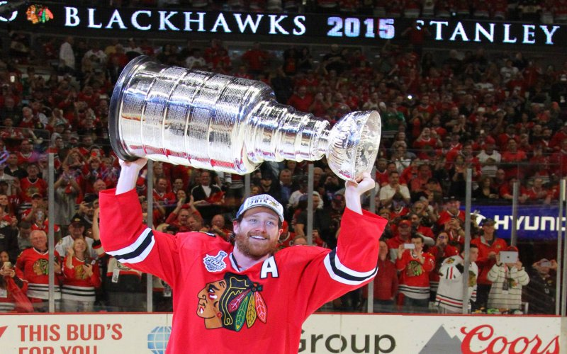 Chicago Blackhawks defenseman Duncan Keith 2 hoists the Stanley Cup 800x500
