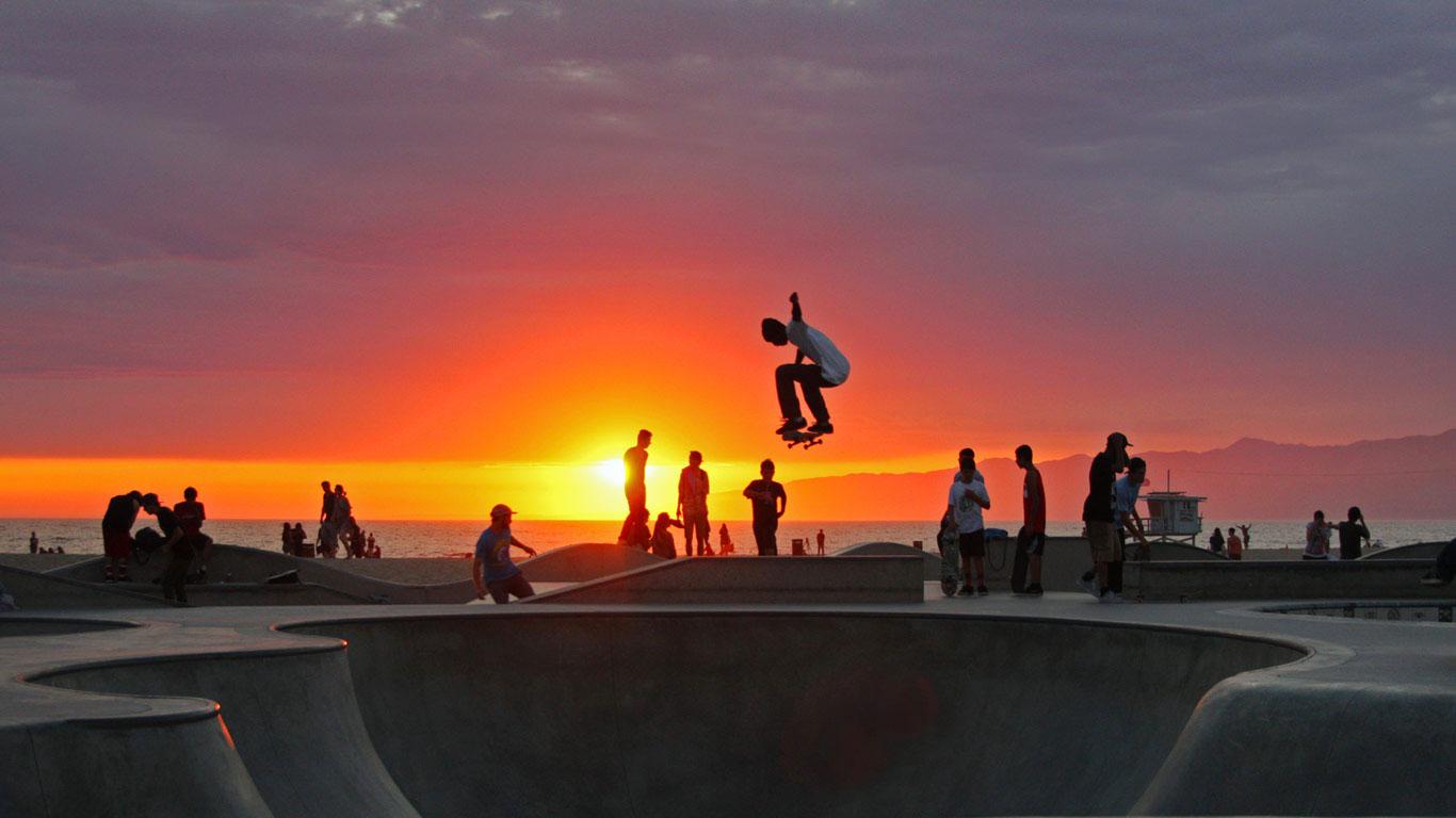 Skateboarding at Venice Beach California wallpaper by T1000 1366x768