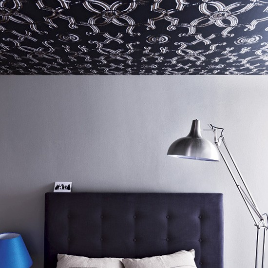 Bedroom with wallpaper on the ceiling Bedroom design ideas 550x550