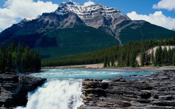 is 370 km 192 mi west of Edmonton and 404 km 256 mi from Calgary 600x375