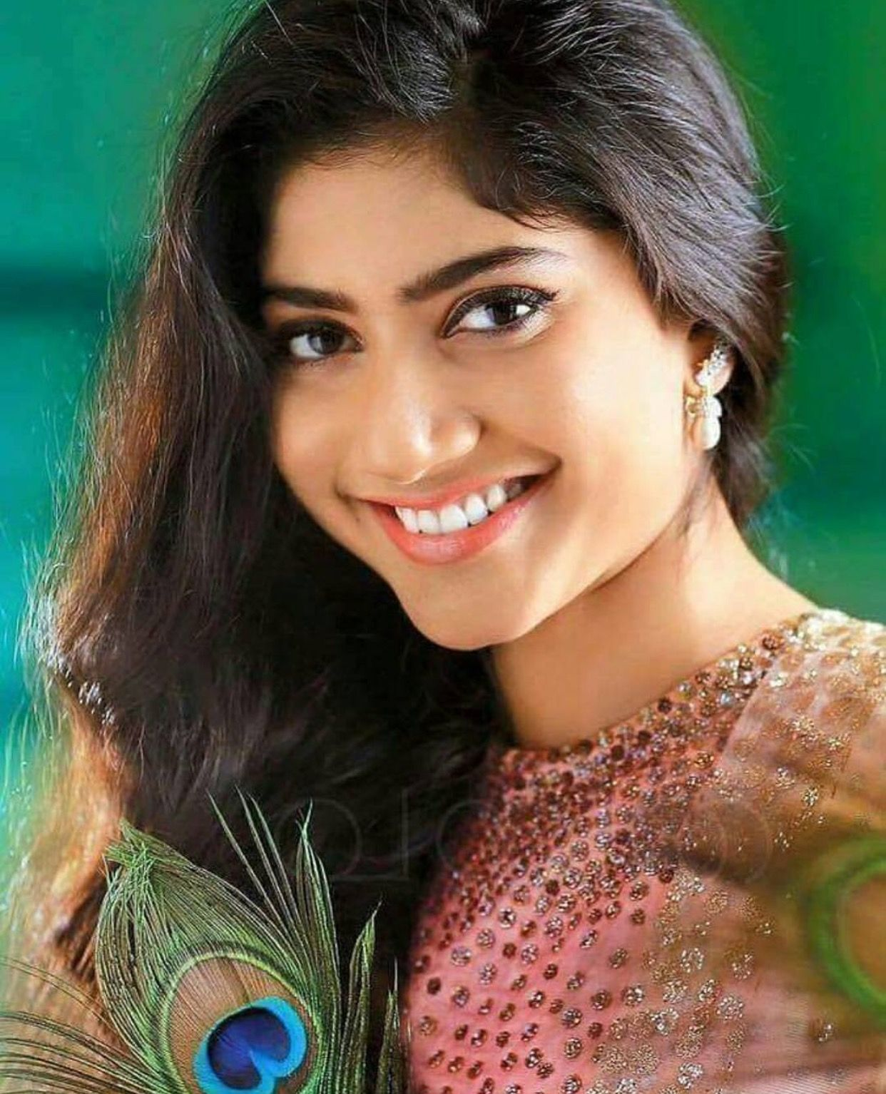 Sai Pallavi Heroes in 2019 Indian beauty Beautiful indian 1242x1534