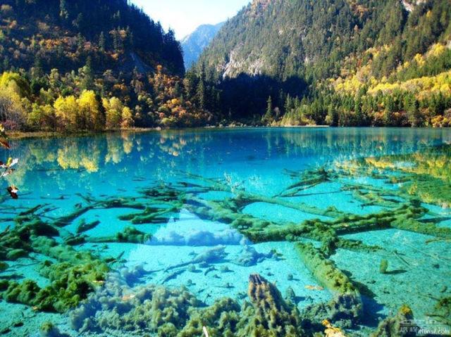 The World Most Beautiful Place Crystalline Turquoise Lake Jiuzhaigou 640x479
