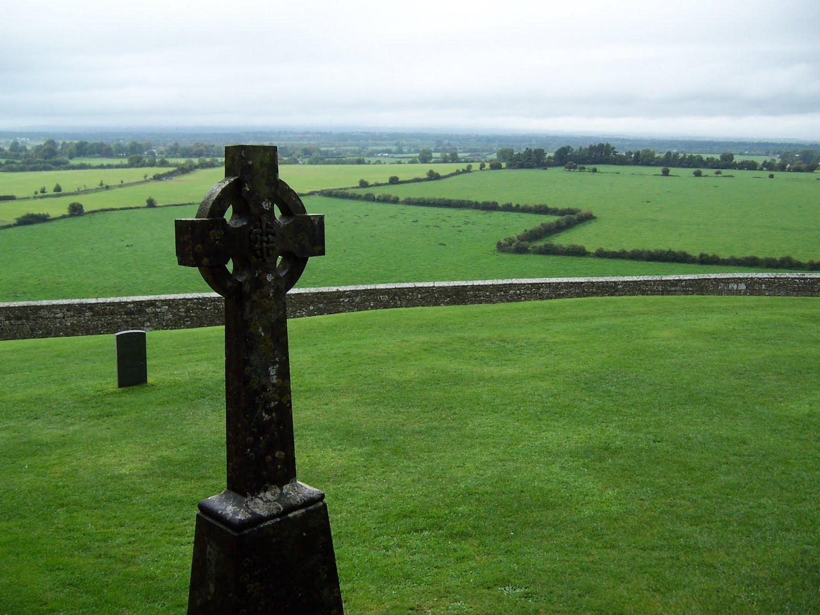 Irish Celtic Cross Wallpaper This celtic cross was at the 1600x1200