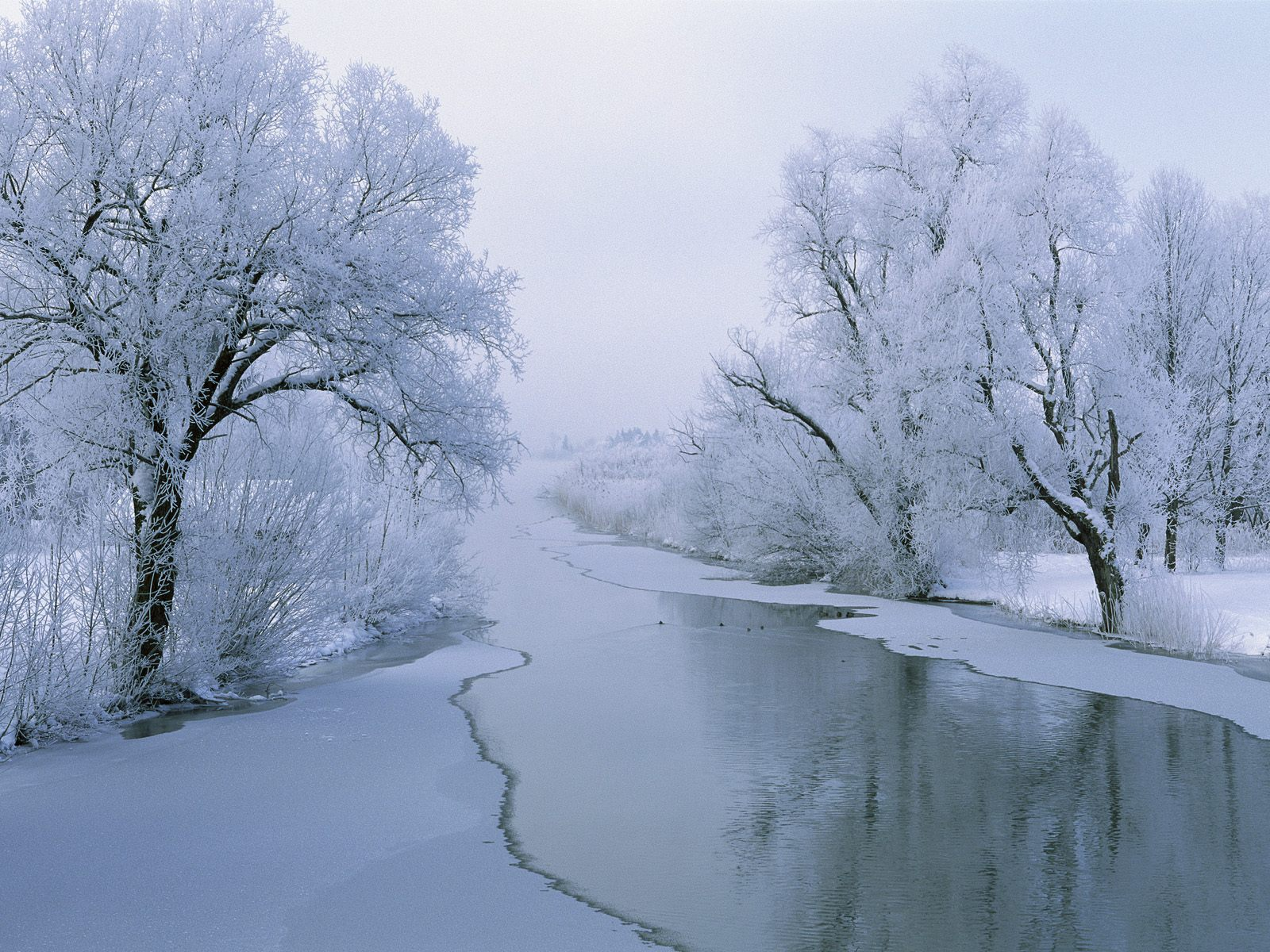 1600x1200 Rvier in winter desktop PC and Mac wallpaper 1600x1200