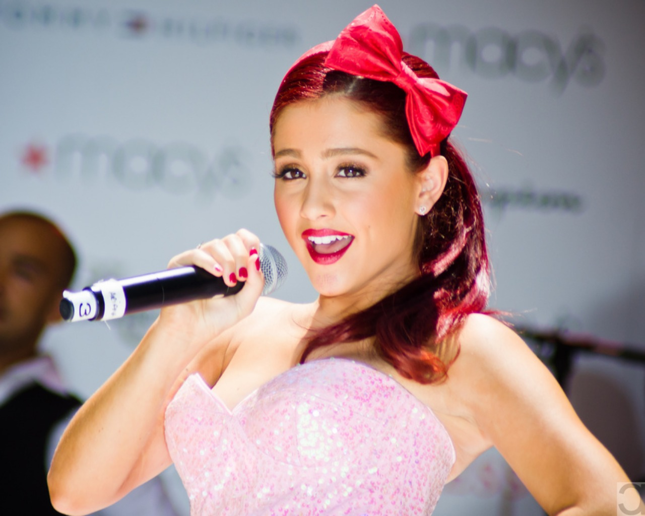 Quickly Book Ariana Grande Here Booking Info and Price 1280x1024