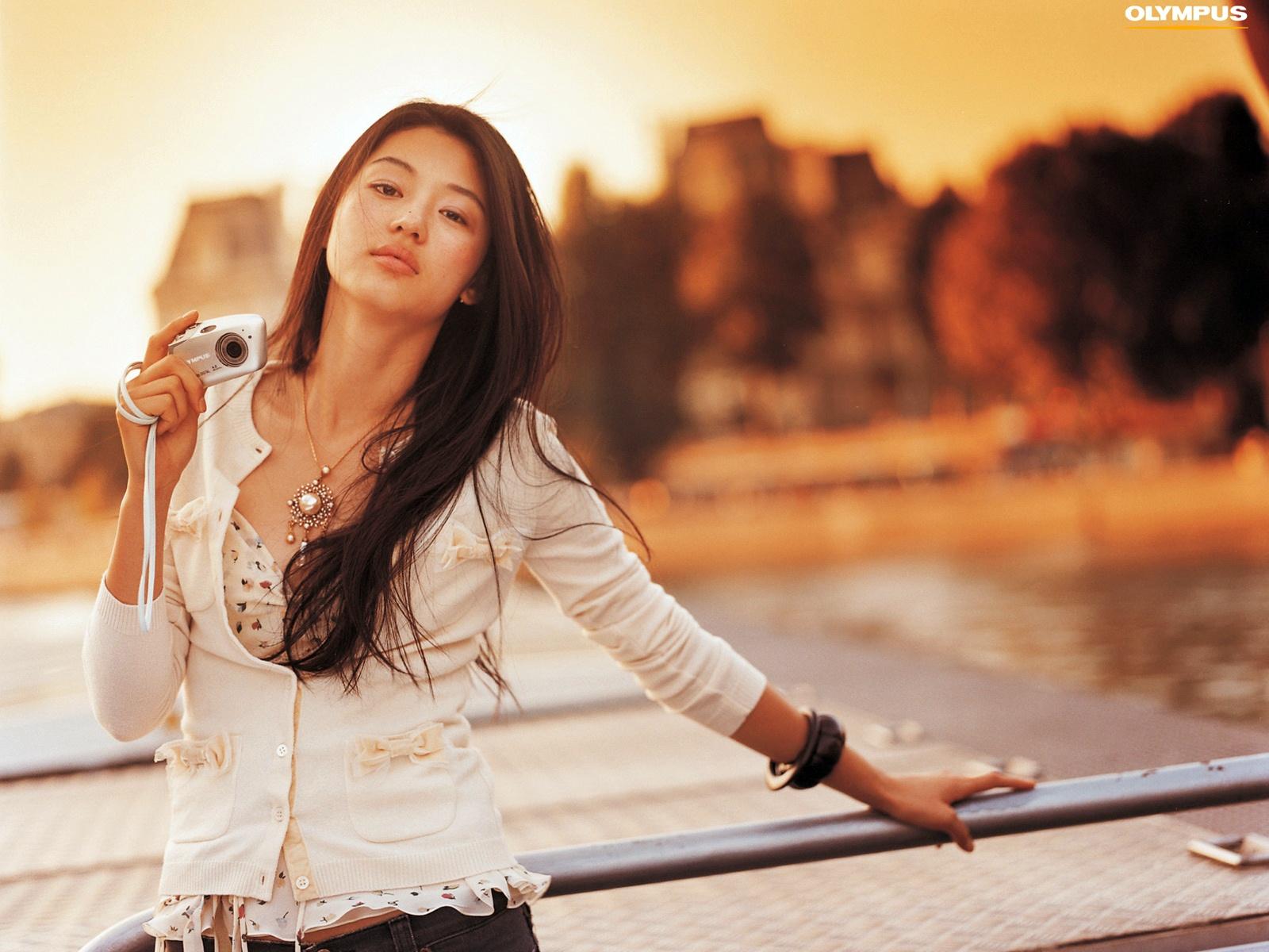 Korean Actress Jun Ji Hyun HD wallpaper 1600x1200