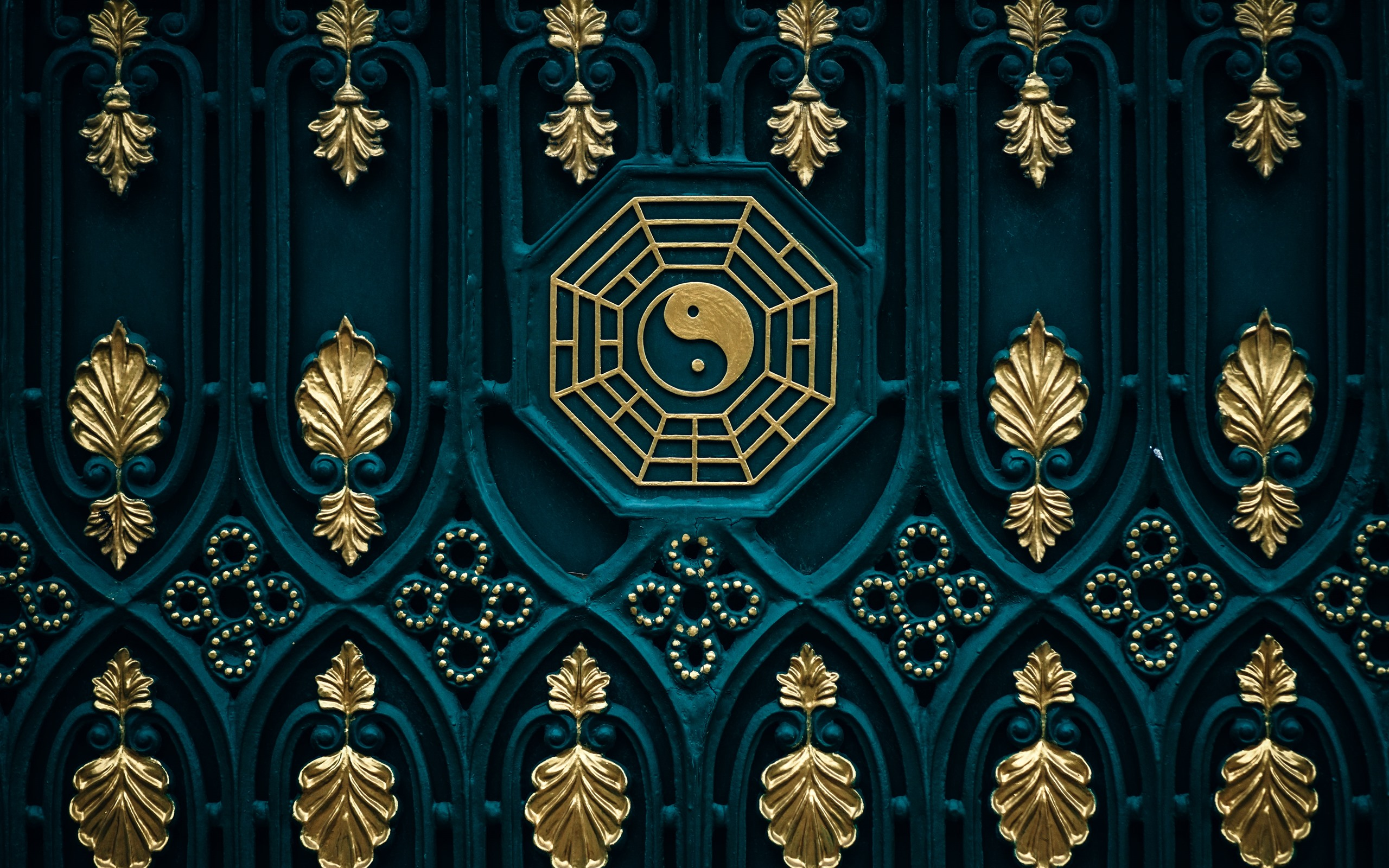 Wallpaper Bagua map yin yang door 5120x2880 UHD 5K Picture Image 2560x1600