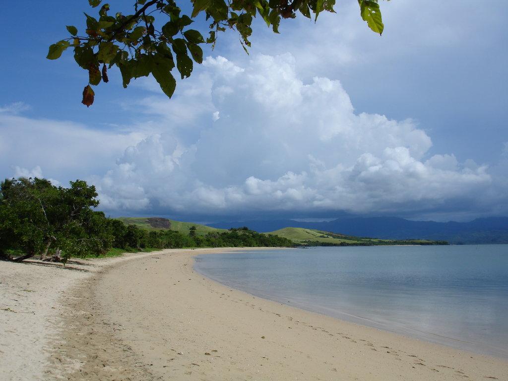 Tropical Island Beach Scenery: Tropical Scenery Wallpaper