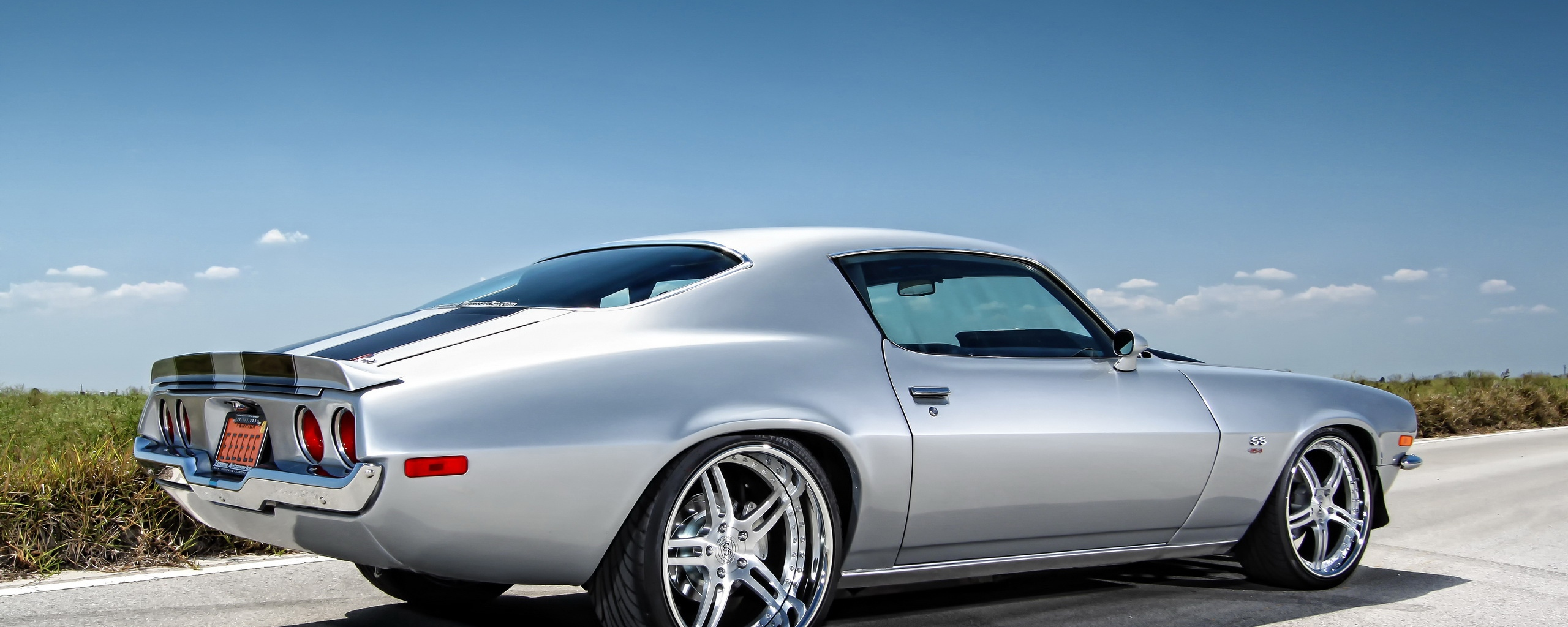 muscle car chevrolet camaro Dual Monitor Resolution HD Background 2560x1024