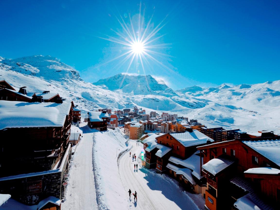in the ski resort of Val Thorens France Desktop wallpapers 1152x864 1152x864