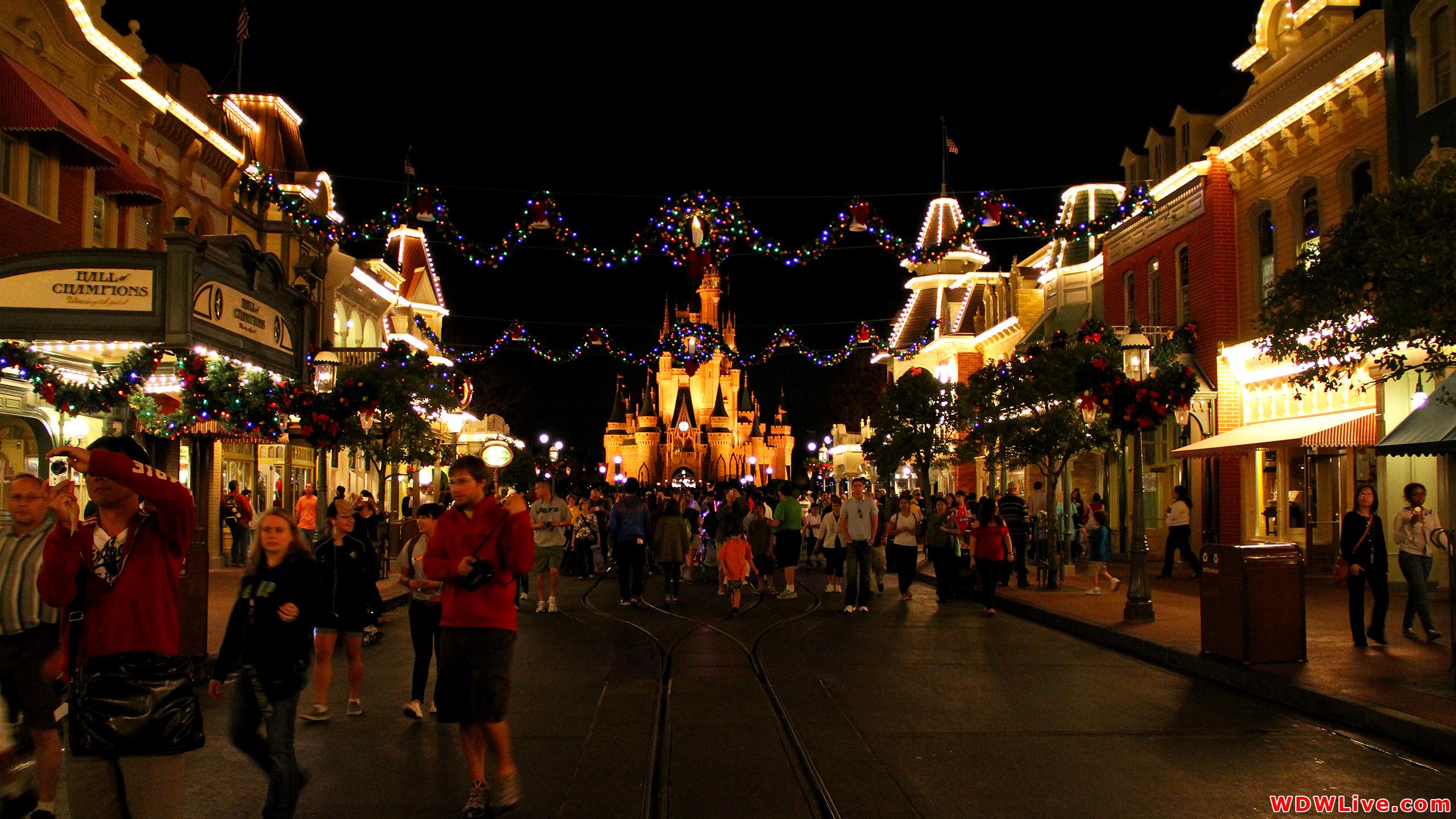 Christmas Decorations Christmas nighttime view of Main Street USA 2560x1440