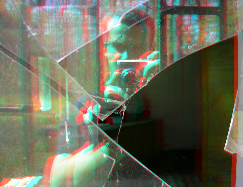 Shattered 3D Anaglyph by yellowishhaze 800x616