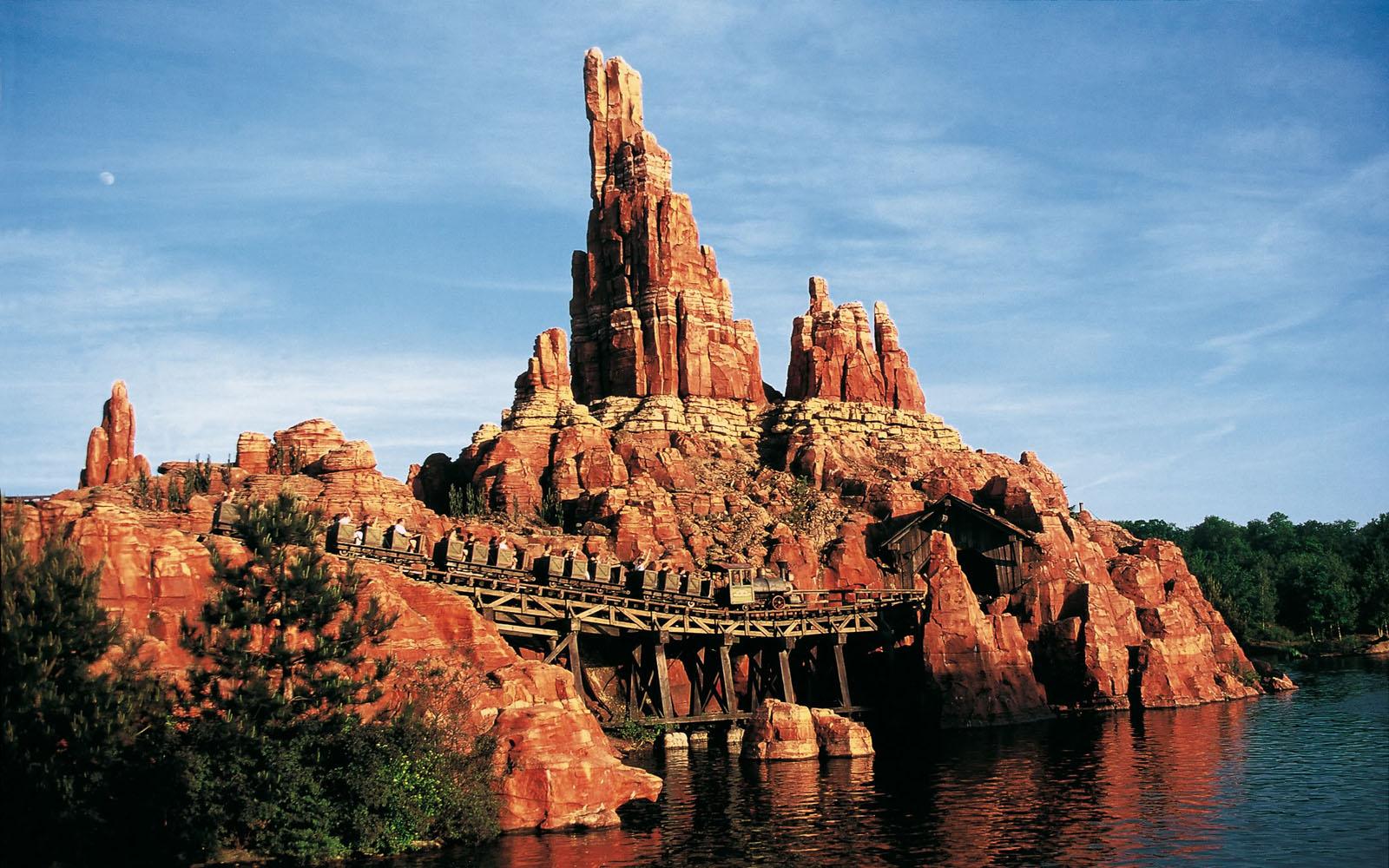Big Thunder Mountain Disneyland 1600x1000