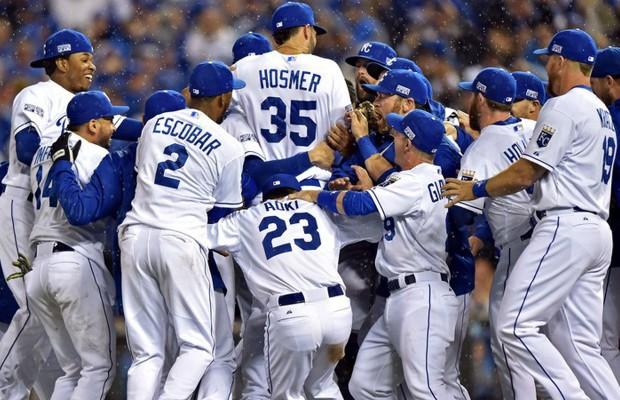 HOPING TO BE ROYALTY The Kansas City Royals celebrate after defeating 620x400