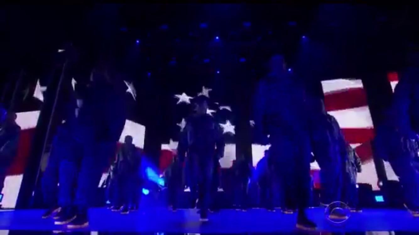 All of Kennys background performers were wearing Vapormax tonight 1334x750