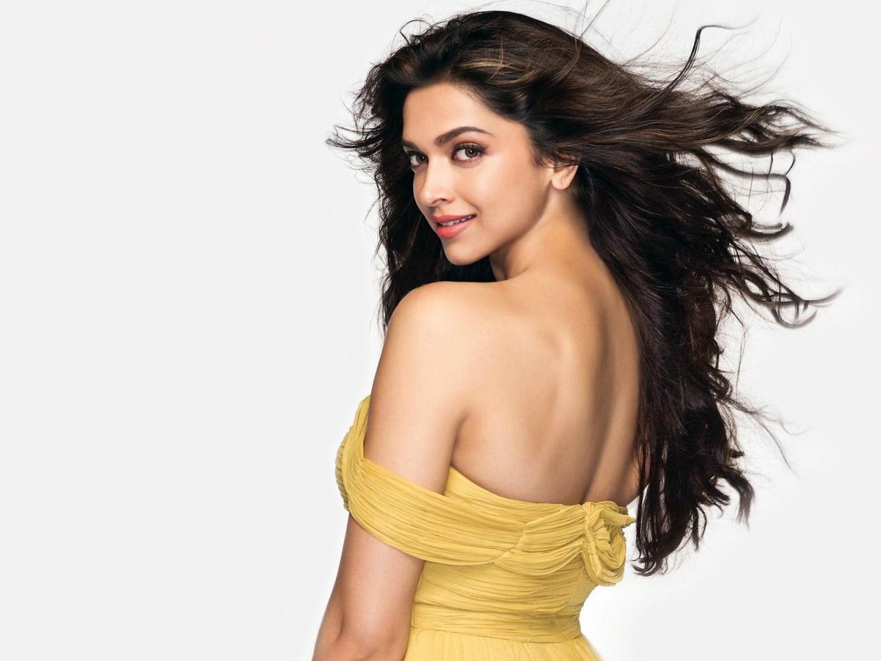 HD Wallpapers Bollywood Actress Deepika Padukone Hot Wallpapers 1280x960