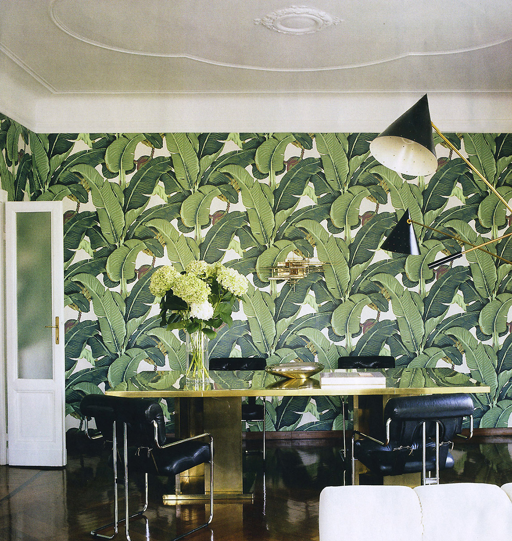 Martinique wallpaper in Brian Atwoods apartment in Milan designed by 1000x1056